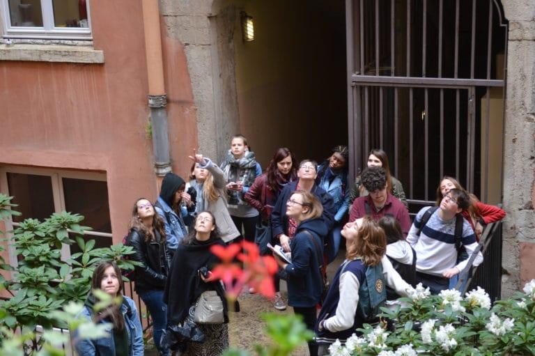 visite commentée des traboules de la croix rousse maison des canuts lyon