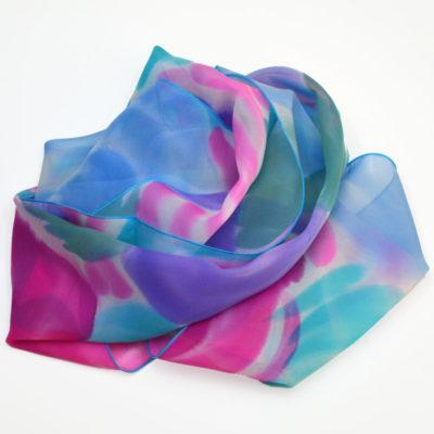 Foulard en mousseline de soie peint main fleurs stylisées bleu rose - maison des canuts - lyon - croix rousse - soie - made in france - boutique et magasin de soie à lyon