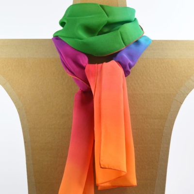 Foulard en mousseline de soie peint main Dégradé vert-jaune-bleu-rose - maison des canuts- lyon - croix rousse - made in france - boutique et magasin de soie à lyon