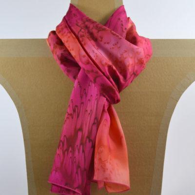 Foulard en soie à effet de « plumes » fuchsia et orange - made in france - lyon - croix rousse - boutique et magasin de soie à lyon