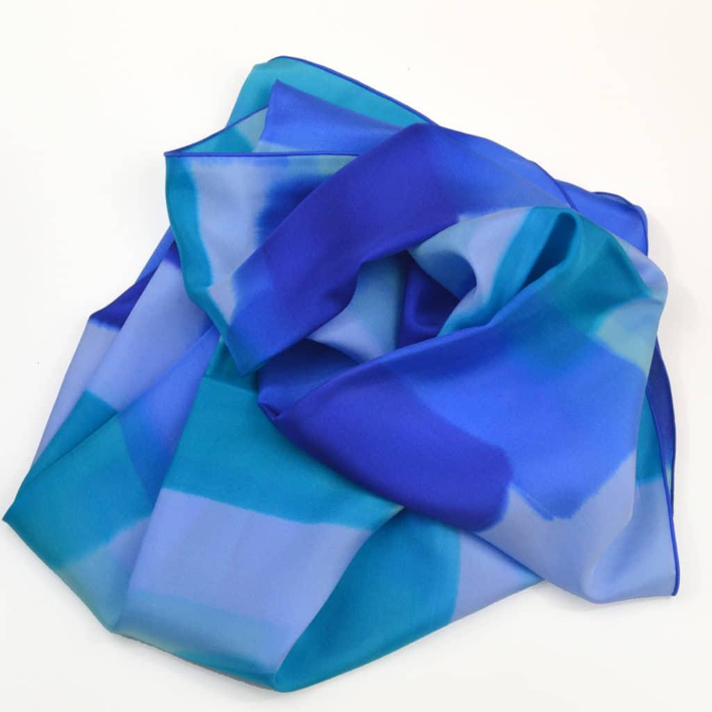 fa87fd05c460 foulard-peint main-ponge-soie-bleus maison des canuts- lyon - croix