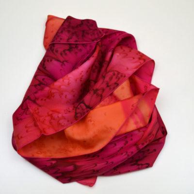 Foulard en soie à effet de « plumes » fuchsia et orange - made in france - lyon - croix rousse - boutiquet et magasin de soie à lyon