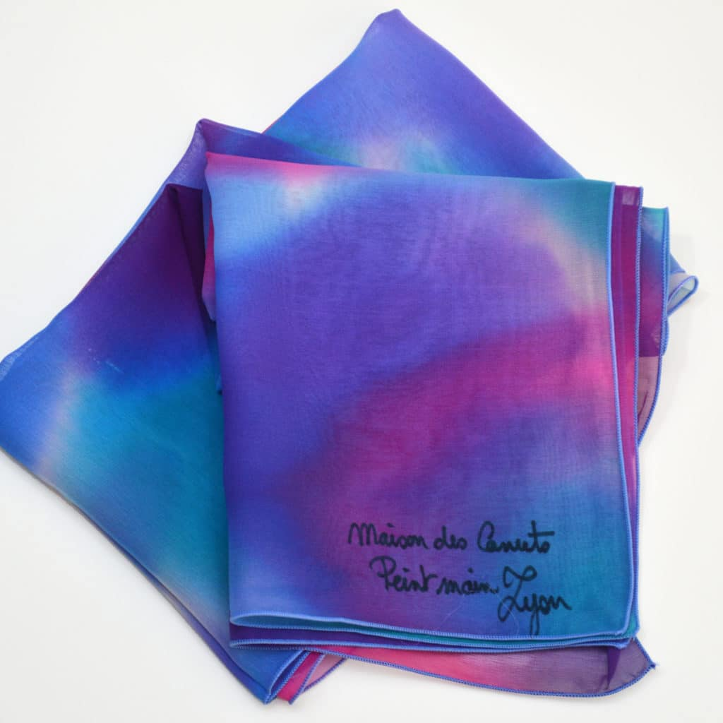 ac9066e17f3 Foulard en mousseline de soie peint main Camaïeu bleu violet - maison des  canuts - lyon