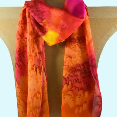 Foulard en satin de soie -effet de plumes jaune et rouge orange 2-peint main -boutique - foulard- soie- lyon