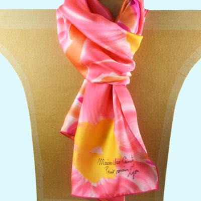 Foulard en satin de soie -fleurs stylisees rose orange 2-peint main -boutique - foulard- soie- lyon